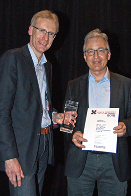Professor Frank G. Holz, Department of Ophthalmology at University of Bonn received the Xtreme Research Lecture Award from Kester Nahen, PhD, Managing Director of Heidelberg Engineering GmbH